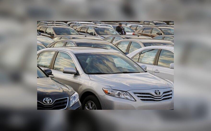"""""""Toyota"""" į servisus kviečia dar 1,1 mln. automobilių"""