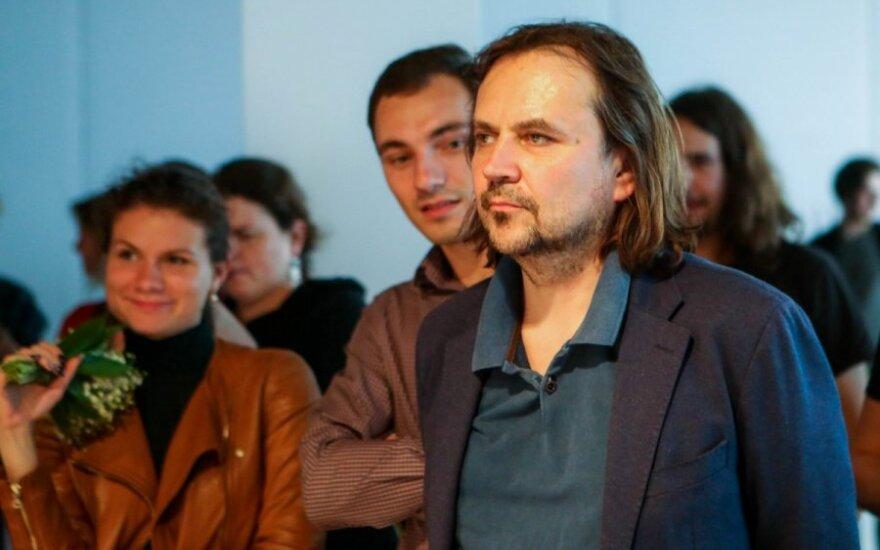 """Knygoje """"Kelionė su Oskaru Koršunovu"""" – režisieriaus kuriamas teatro pasaulis iš arti"""