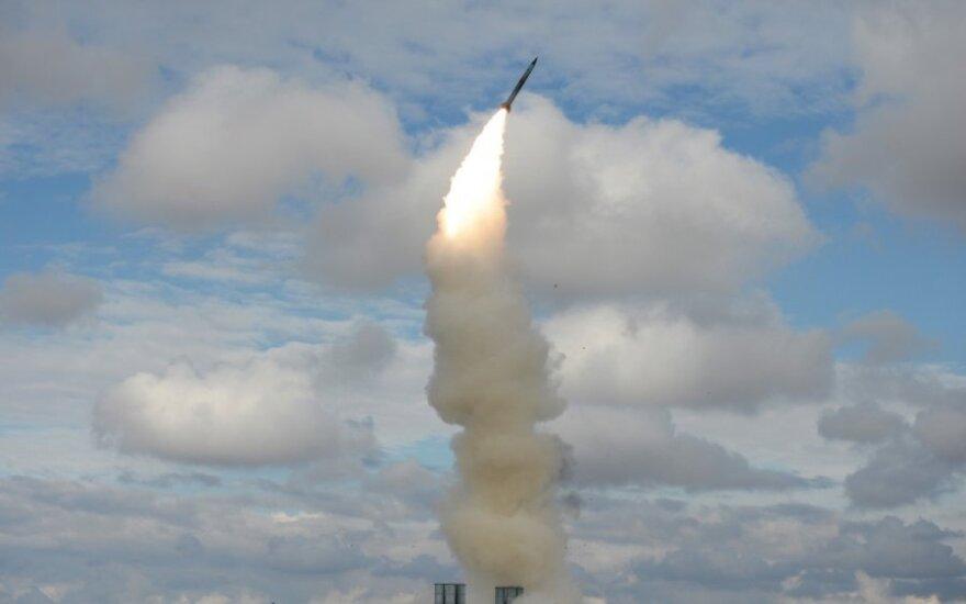 Rusijos pajėgos surengė pratybas su raketų kompleksais S-300