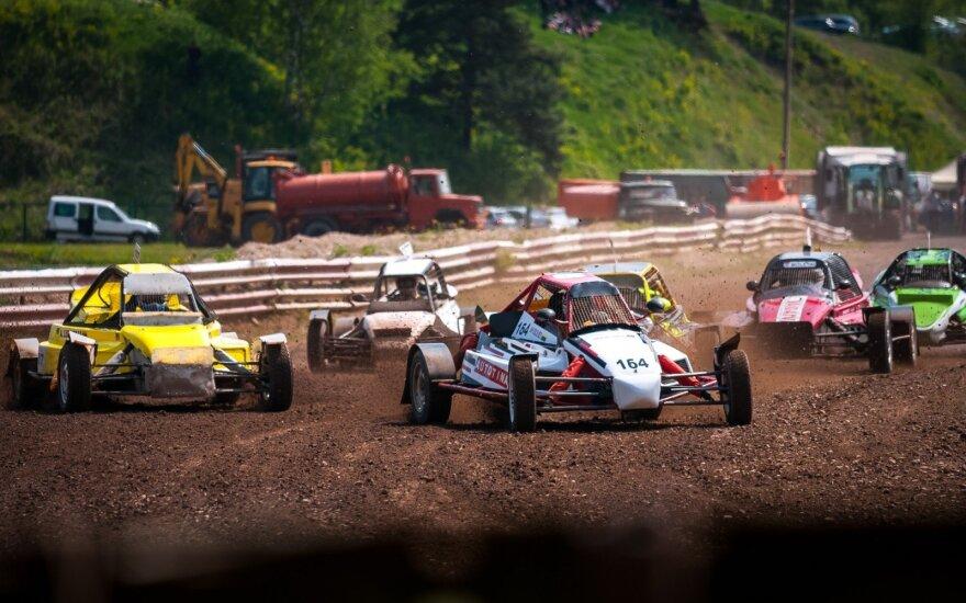 Automobilių kroso varžybos Pavilkyje