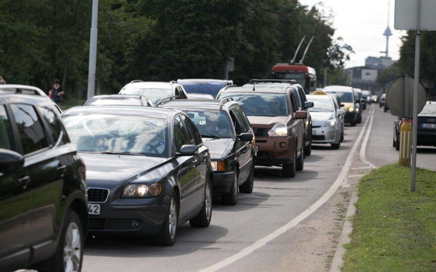 Siūlo naują planą: atsisakiusiems senų ir taršių automobilių išmokės kompensaciją