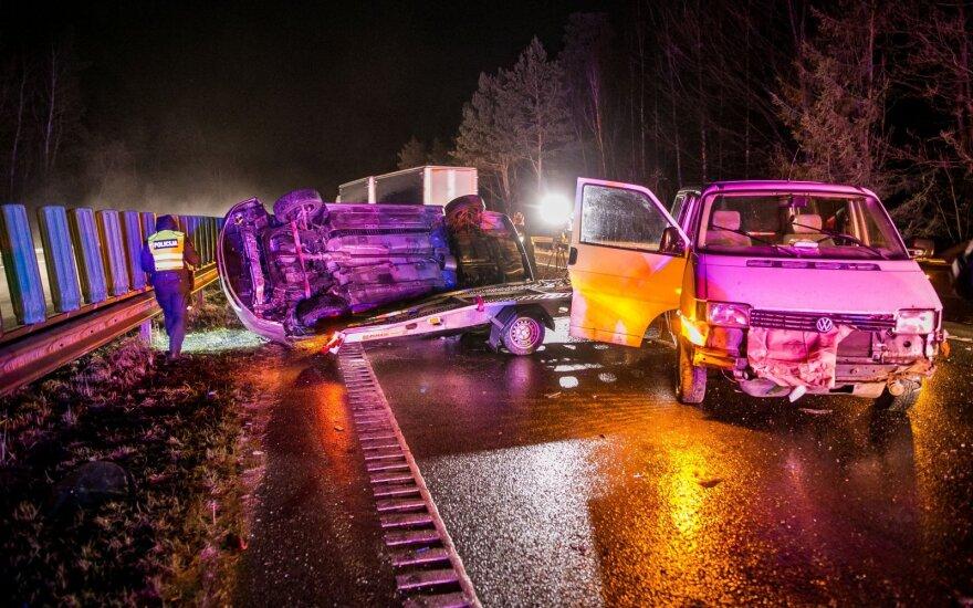 Masinė avarija automagistralėje Vilnius-Kaunas: policija prašo rinktis kitą maršrutą