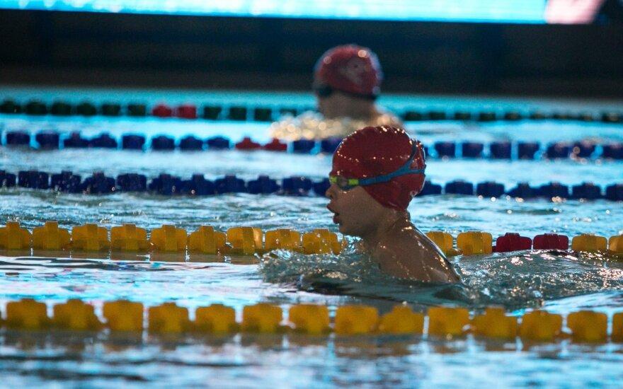 Mamą šokiravo plaukimo trenerių nurodymai verkiantiems vaikams
