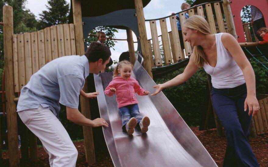 Egzistuoja skirtingi vaikų auklėjimo stiliai: dauguma dabartinių tėvų buvo auklėjami itin ydingu būdu