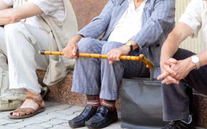 """Senjorams darbo rinkoje svarstomos mažesnės """"Sodros"""" įmokos, kitos lengvatos"""