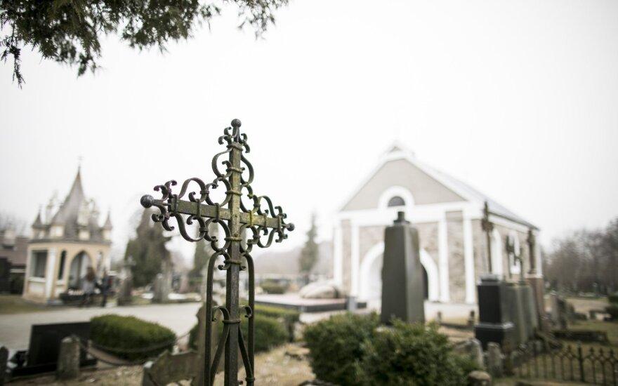 Laikai, kai kapinės buvo patraukli vieta vaikų žaidimams: ieškodavo kaukolių, pamaudavo jas ant pagalių ir gąsdindavo praeivius