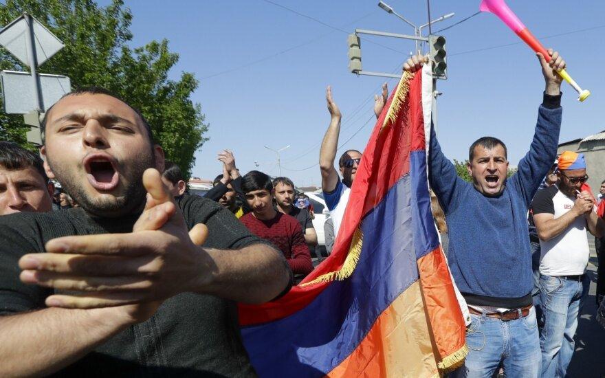 Armėnijos eksprezidentas apkaltintas dėl gyvybių nusinešusių veiksmų prieš protestuotojus