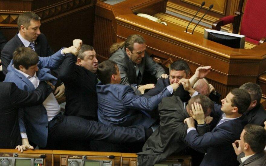 Posėdyje dėl Rytų Ukrainos – deputatų muštynės