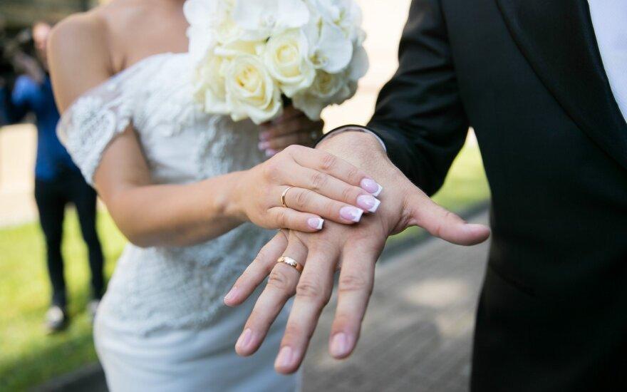Naujiena planuojantiems santuoką bažnyčioje: vestuves gali tekti nukelti metams