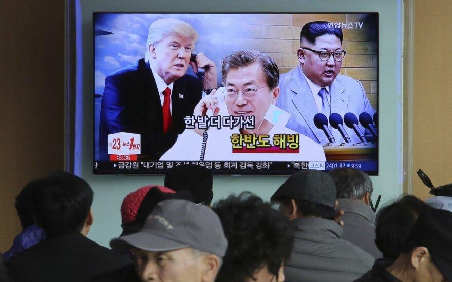 Donaldas Trumpas, Moon Jae-inas, Kim Jong Unas