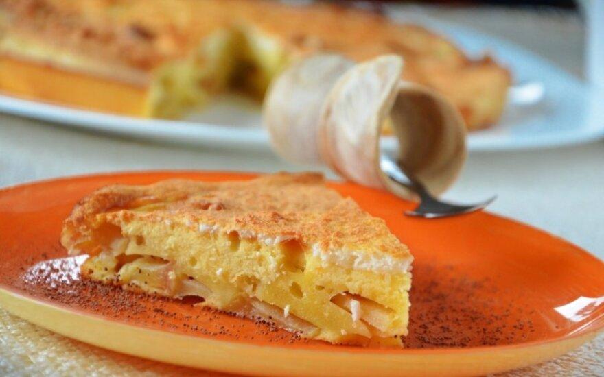 Burnoje tirpstantis kokosinis obuolių pyragas