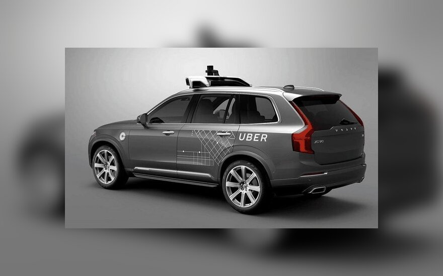 """""""Uber"""" testuojamas autonomiškas """"Volvo XC90"""" automobilis"""