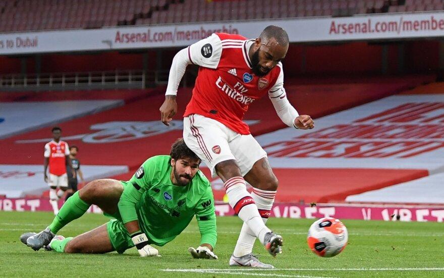 """Šimto taškų nebus: vaikiškai klydęs """"Liverpool"""" krito po """"Arsenal"""" kojomis"""