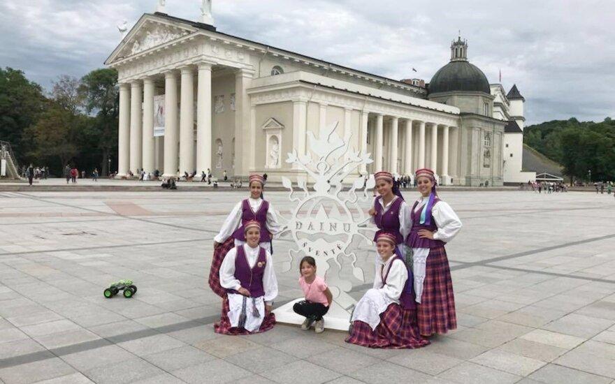 Argentiniečiai, šokantys... Lietuvos tautinius šokius