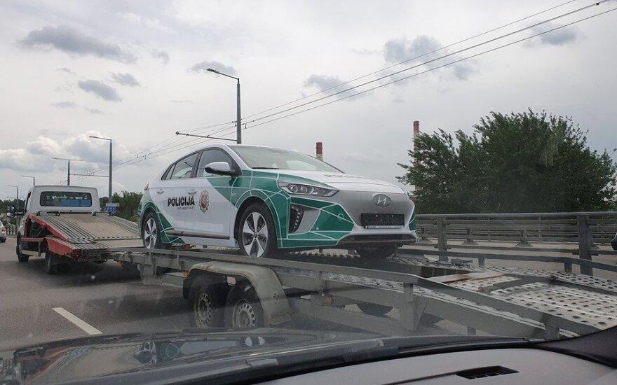 """Elektrinis policijos """"Hyundai Ioniq"""". 100ProcentuElektrinis.lt / Albino ir Roberto nuotr."""