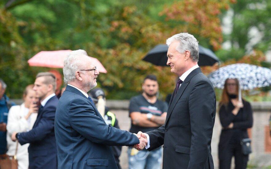 Nausėda atvyko vizito į Latviją: tarp esminių klausimų - baltarusiška elektra ir eurokomisarų pozicijos