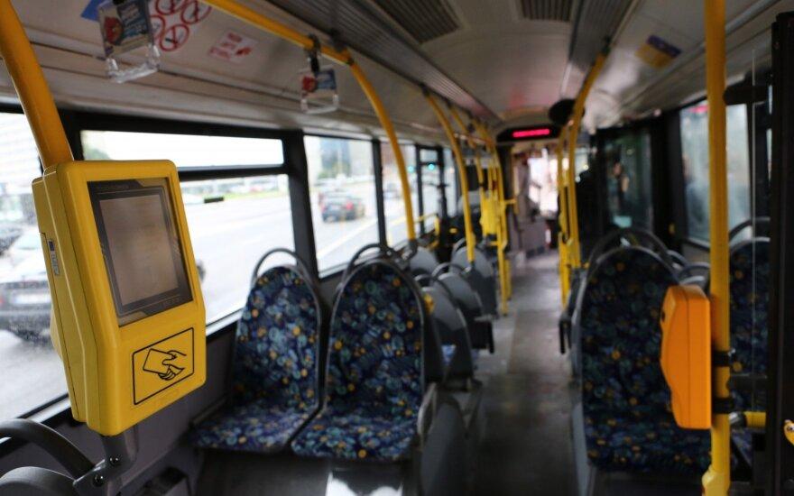 Keleivė piktinasi viešojo transporto programėle: joks privatus verslas sau to neleistų