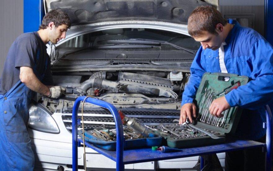 Pigesnis automobilio taisymas – į kišenę ne servisui, o mechanikui