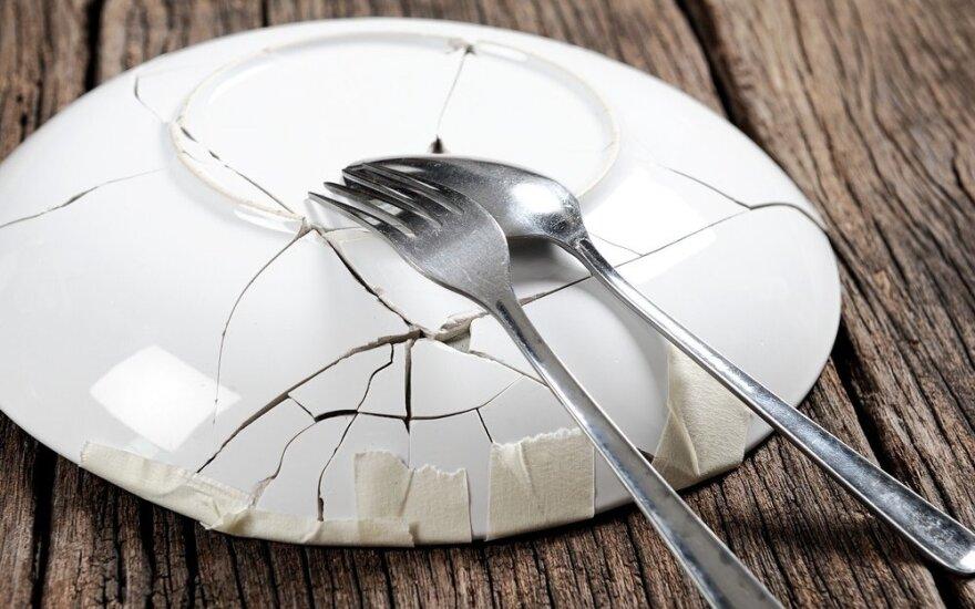 Nepaliaujamas smurtas prie pietų stalo