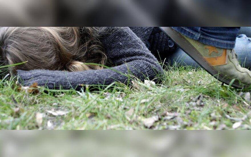 Smurtas tarp paauglių: trenkti neištikimai merginai - normalu?
