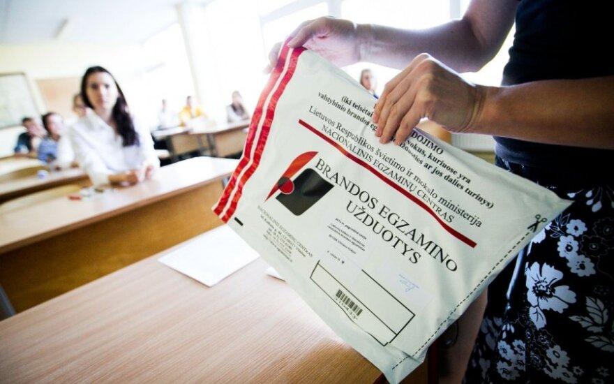 Abiturientai pasipiktino egzaminų rezultatų skelbimų tvarka
