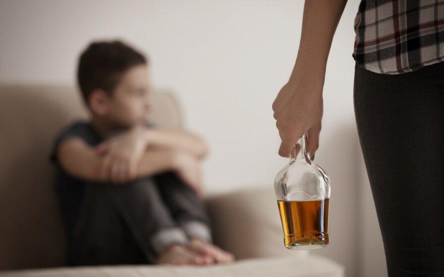 Tėvai geria alkoholį