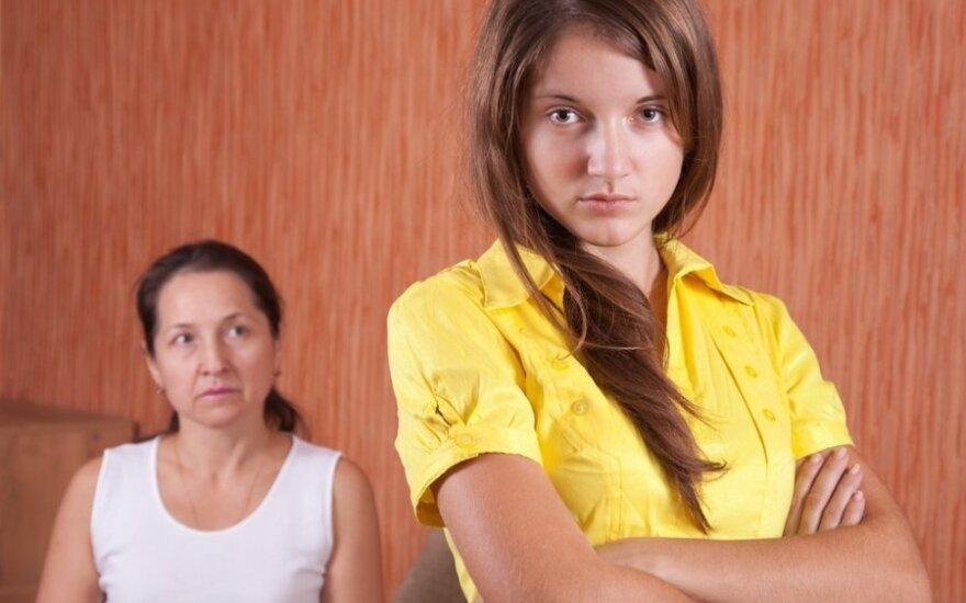 Ką gauna ir ko netenka ant tėvų sprando sėdintys vaikai