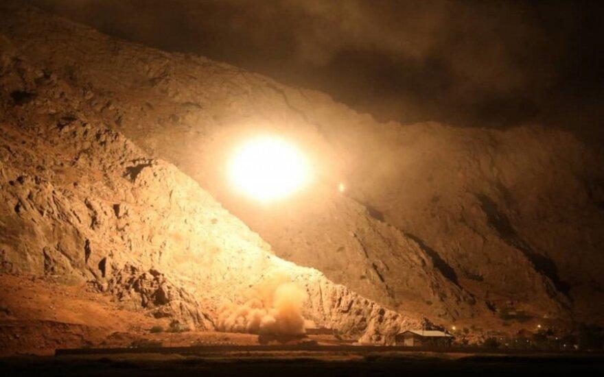 Iranas išbando savo balistinę raketą