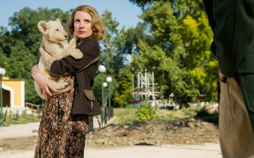 """Kadras iš filmo """"Zoologijos sodo prižiūrėtojo žmona"""""""