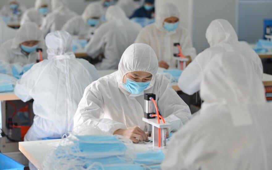 Kinijoje nuo koronaviruso mirė dar 97 žmonės, patvirtinta beveik 650 naujų užsikrėtimo atvejų