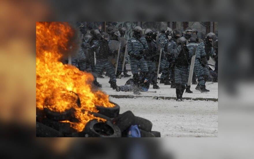 Politologai apie Ukrainą: maža kibirkštis – ir vėl galimi neramumai