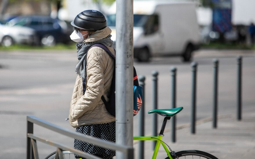 Lithuania brings back mandatory face masks in shops and public transport