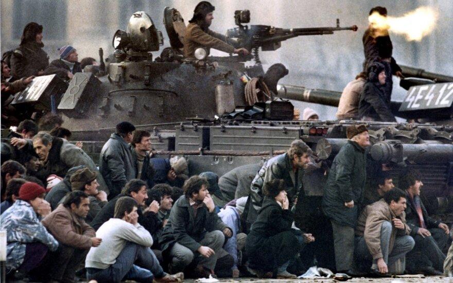 Kaip krito policinės valstybės diktatorius: sušaudymo būriui baigus darbą į lavonus puolė šaudyti kariai