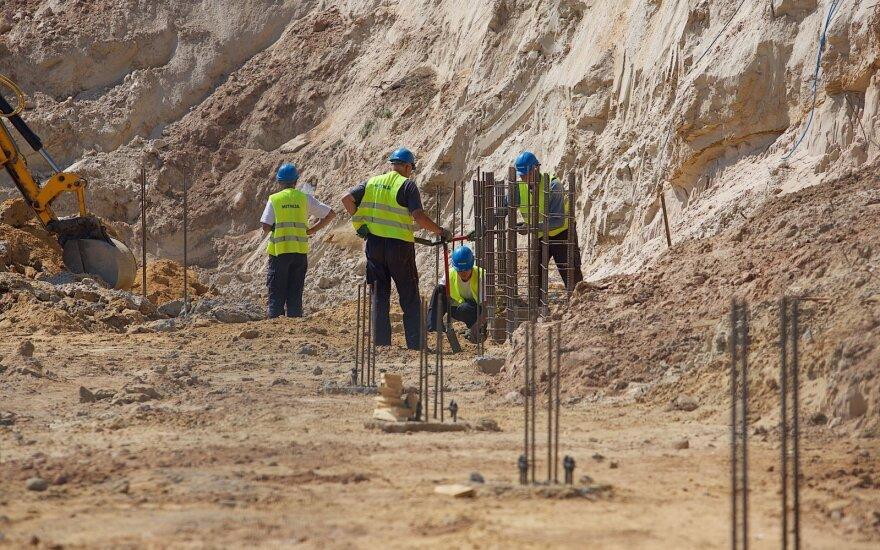 Siūlo naujas darbo sutartis: statybininkams patiks