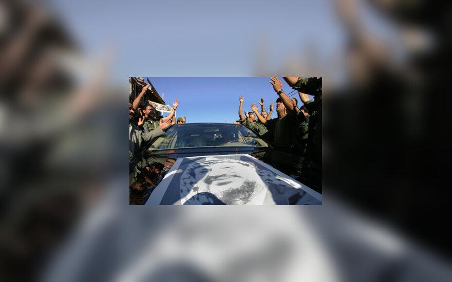 Palestiniečiai sutinka Y.Arafato karstą vežantį automobilį