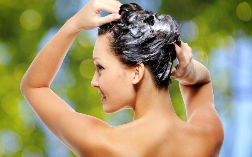 Klausk vaistininkės: kaip prižiūrėti riebius plaukus