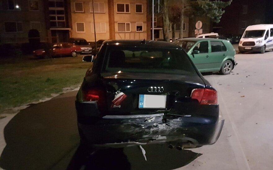 Raudondvaryje naktį du automobilius sudaužęs avarijos kaltininkas pabėgo