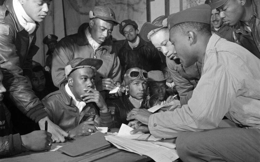 """Juodaodžiai pilotai iš """"Tuskegee airmen"""" junginio"""