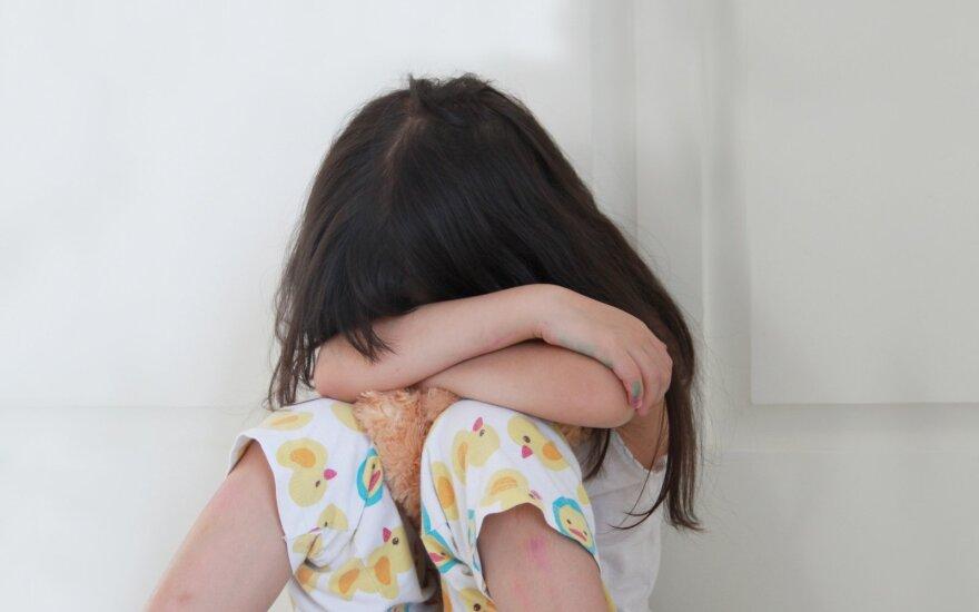 Pamačius darželio auklėtojos elgesį su vaikais nustėro: po įrašo feisbuke prabilo ir kiti tėvai