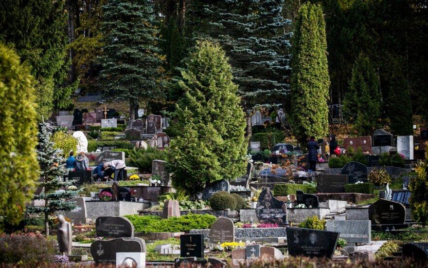 Rokantiškių kapinėse rastas nelegalus kolumbariumas