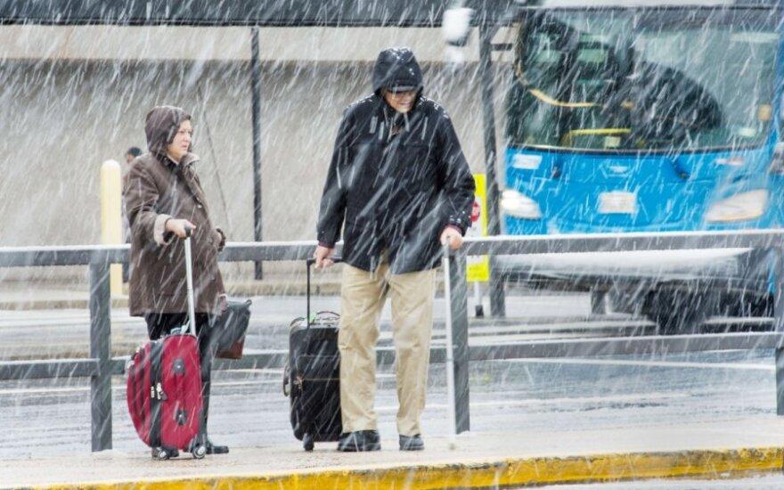 Prasti orai trikdo amerikiečių keliones per Padėkos dieną