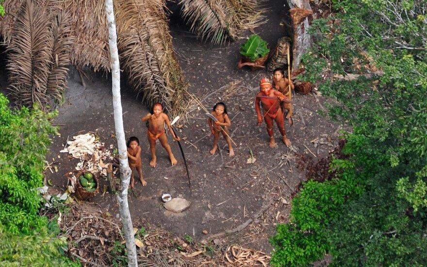 Amazonės džiuglėse netoli nuo Brazilijos ir Peru pasienio gyvenanti gentis