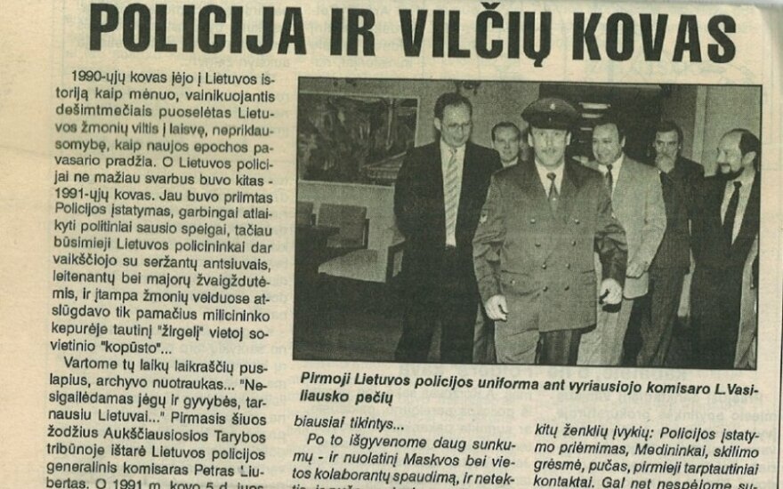 Pirmasis policijos uniformos demonstravimas, atvykus premjerui Vagnoriui. Su uniforma - L.Vasiliauskas.