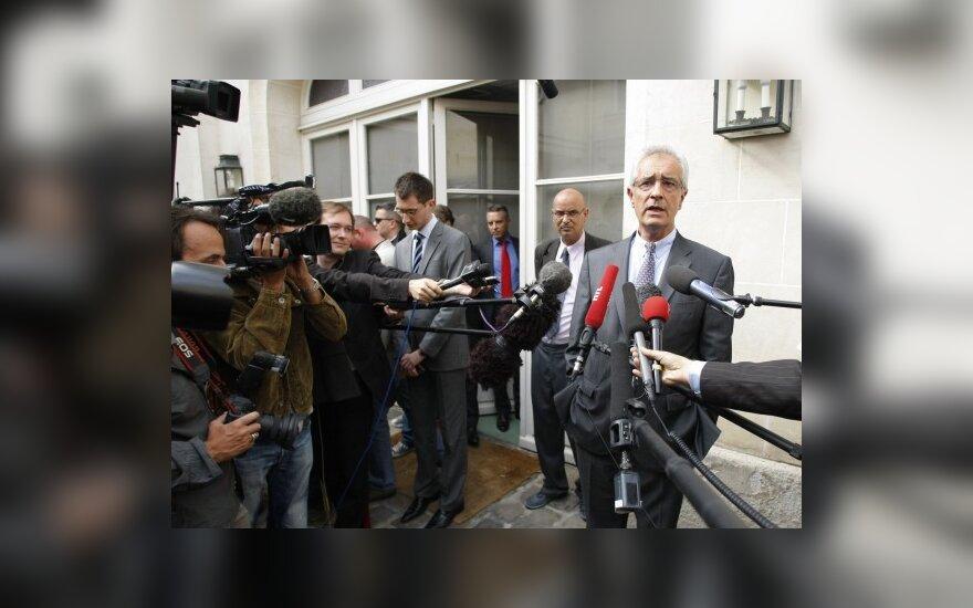 Prancūzijos darbo ministro  Erico Woertho advokatas Jeanas-Yvesas Leborgne'as bendrauja su spauda.