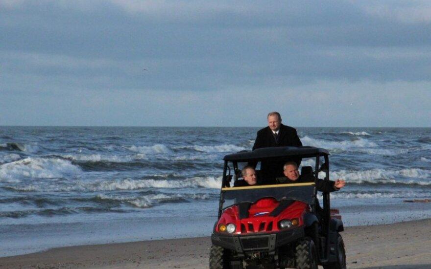 Aplinkos ministras ir Klaipėdos meras apžiūrėjo paplūdimius