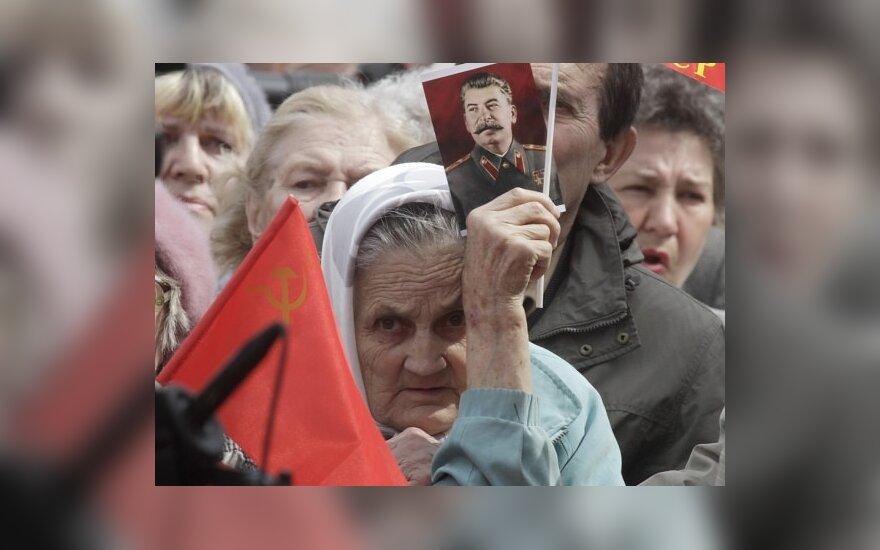 Europos Komisija nepritaria Lietuvos iniciatyvai uždrausti komunistinių režimų nusikaltimų neigimą