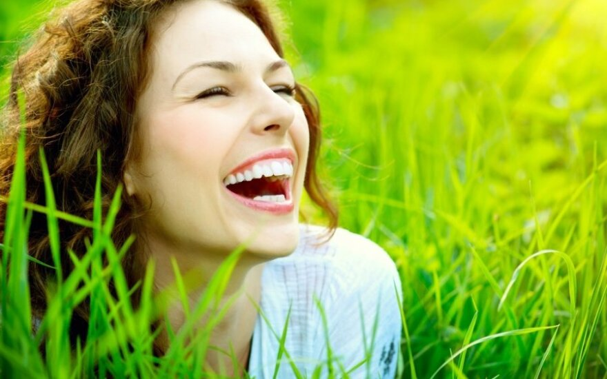 Alternatyva brangiai estetinei odontologijai – laminatės per vieną dieną