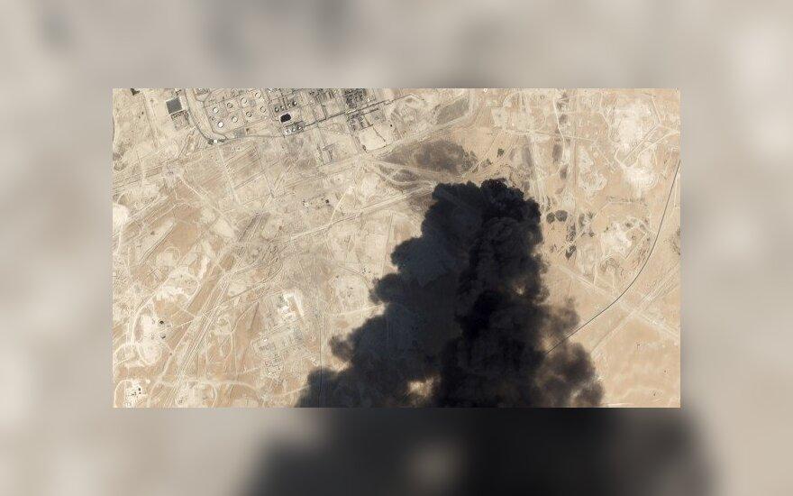Kijevo naftos bazėje sudegė devyni benzinvežiai