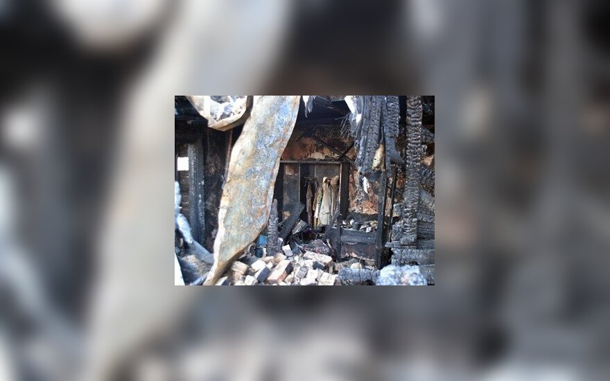Vilniuje per gaisrą moteris mirtinai apsinuodijo smalkėmis