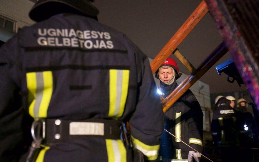 Ugniagesiai valandą gesino gaisrą Radviliškio r.